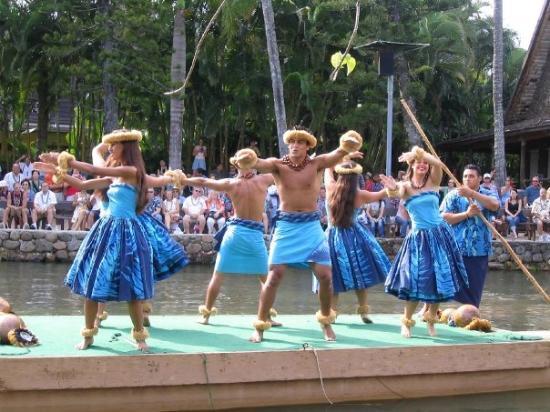 Polynesian Cultural Center: Polynesian Dancers