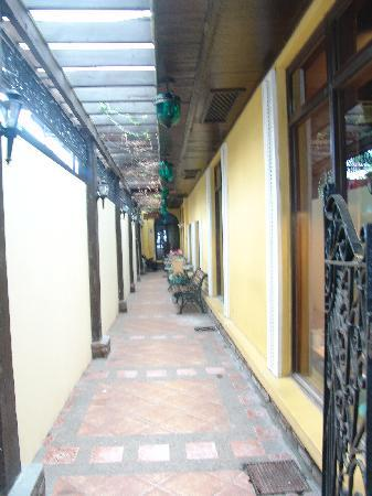 Malate Pensionne: The laneway leading to the entrance