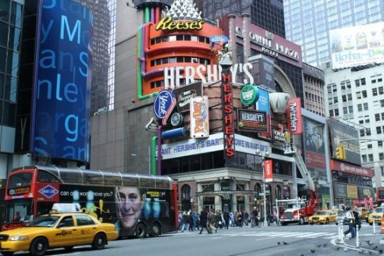 Hershey's Chocolate World Times Square: HELLO HERSHEY'S.