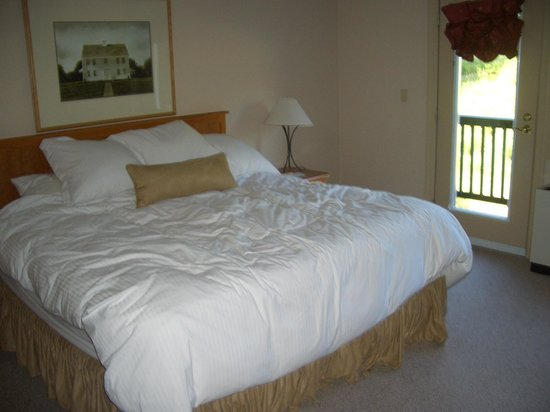 Jordan Hotel and Conference Center: Master BR in 2BR condo