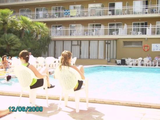 Hotel President: vatten gympa! varje dag vid poolen. och jag var inte med en enda gång! haha