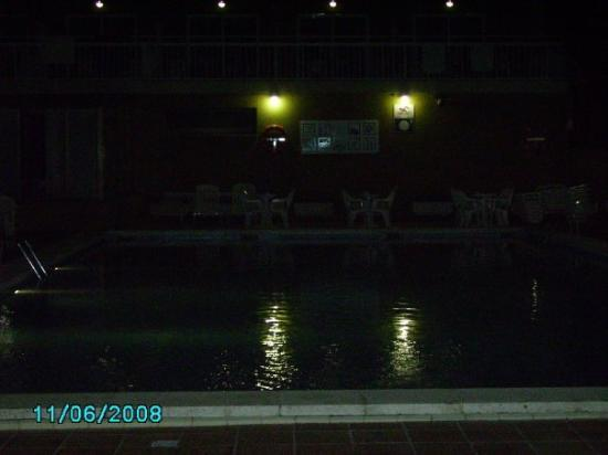 Hotel President: the pool by the night