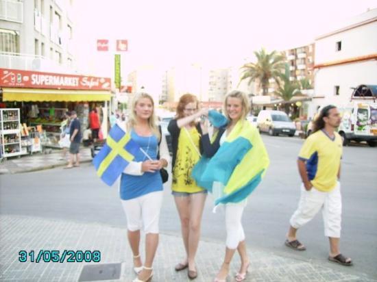 แคเลลา, สเปน: några svenska tjejer som trodde på svensk seger,men så fel vi hade!!
