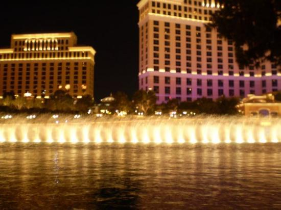 น้ำพุเบลลาจิโอ: Bellagio fountains