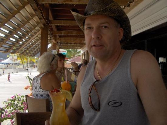 """ฟิลิปส์เบิร์ก, เซนต์มาร์ติน / ซินท์มาร์เทิน: Drinks in Phillipsburg waterside restaurant and bar.  Great drink """"Rough Sex on the"""