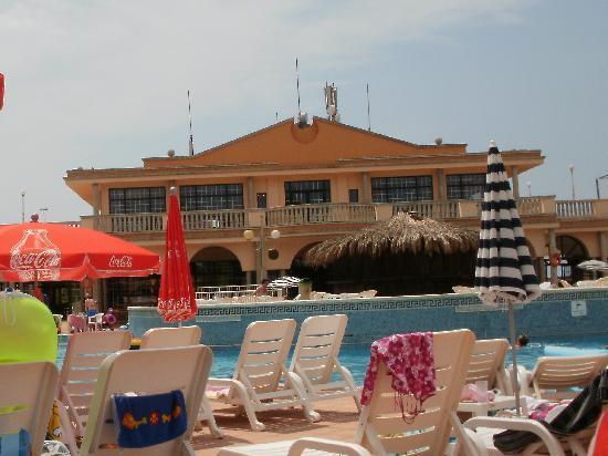 Grupotel Mar de Menorca: bar from poolside