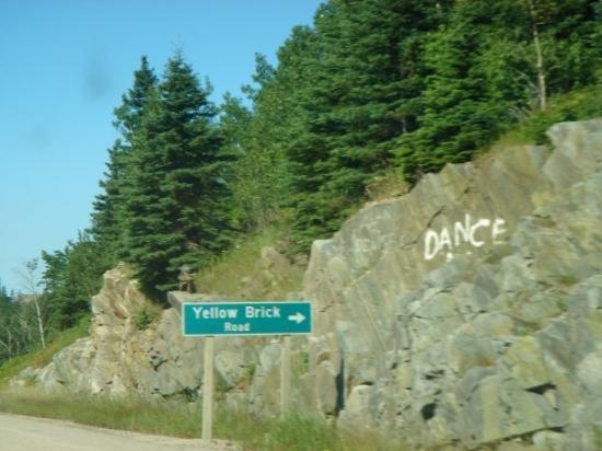 ทันเดอร์เบย์, แคนาดา: In Canada... dance at the Yellow Brick Road