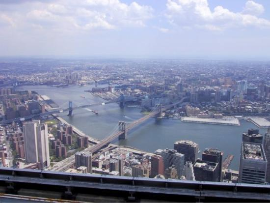 อนุสรณ์ 9/11: This was taken at the top of the South Tower of the World Trade Center in July of 2000.