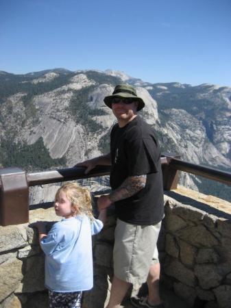 อุทยานแห่งชาติโยเซมิตี, แคลิฟอร์เนีย: yosemite 2008, on top of glacier point with lizzie