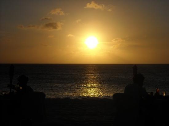 ออรานเจสตัด, อารูบา: every night was an amazing sunset on the equator...