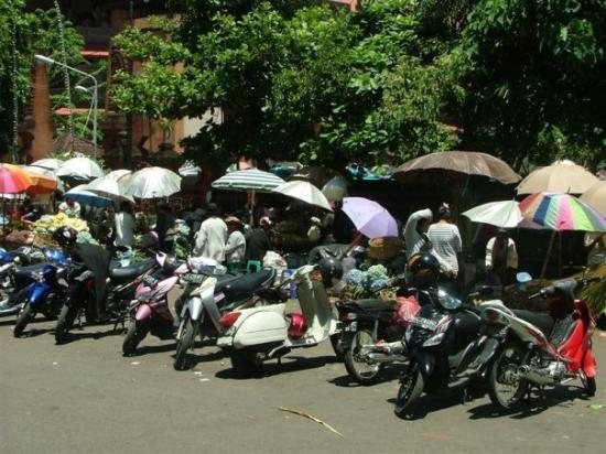 บาหลี, อินโดนีเซีย: Outside of Pasar Kumbasari