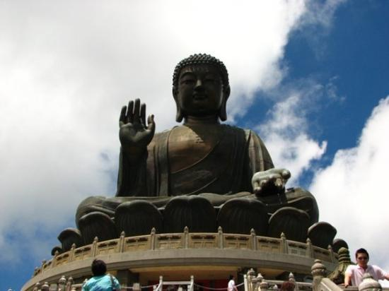 พระใหญ่: The Buddha at Lantau Island.