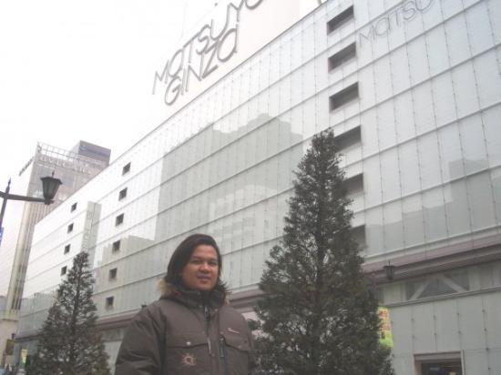 Ginza Mitsukoshi: Me at Ginza