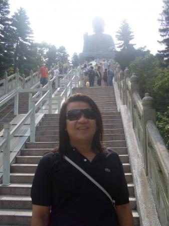 พระใหญ่: On the way UP to the Buddha Statue.