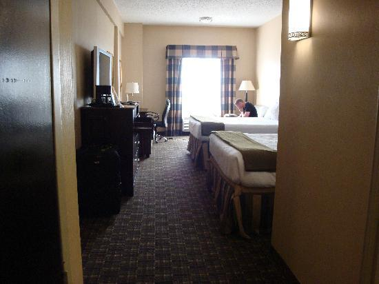 Holiday Inn Express North Bergen - Lincoln Tunnel: Room view from the doorway