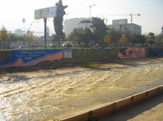 ซันเตียโก, ชิลี: Santiago de Chile - Paye ton tag. Pour info c'est Jésus qui fait dodo.