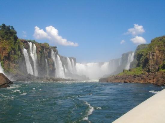 ฟอสโดอีกวาซู: Chutes d'Iguaçu depuis l'eau
