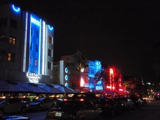 ไมอามี่ีบีช, ฟลอริด้า: Ocean Drive at night