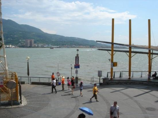 ตัมสุ่ย: Dan Shui!!!  Nice and sunny, but lots of tourists (including myself)!  Very hot day