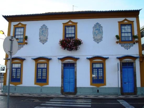อาวีโร, โปรตุเกส: Casas típicas con azulejos