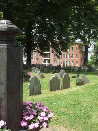 บอสตัน, แมสซาชูเซตส์: Cemetery #1 we visited that day! :)  Beautiful yet creepy.