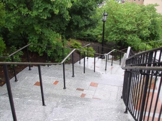 บอสตัน, แมสซาชูเซตส์: Ohhh those steps...i must have traveld this staircase like 5 times in one visit xD