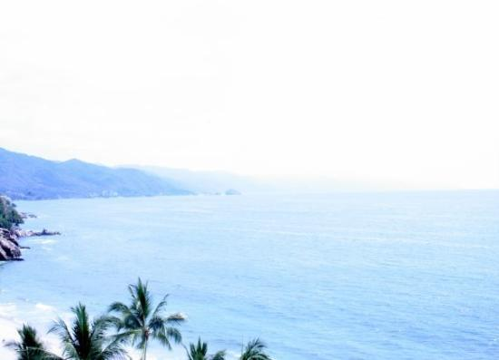 เปอร์โตวัลลาร์ตา, เม็กซิโก: Puerto Vallarta Beach bordered by the Sierra Madre Mountains