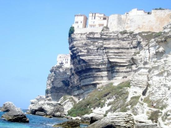 Corsica, ฝรั่งเศส: old town perched on limestone cliffs