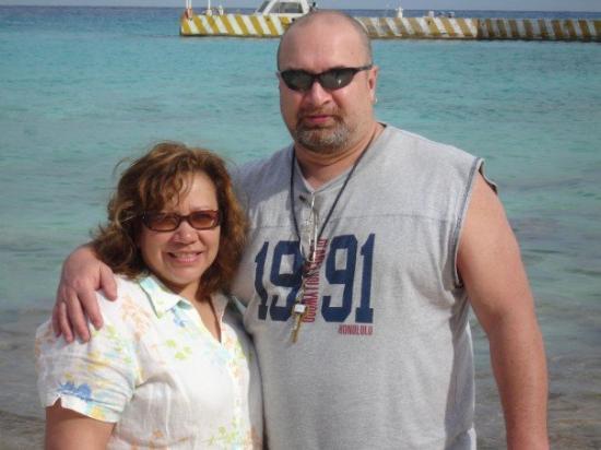 Cozumel (เกาะโกซูเมล), เม็กซิโก: Dave & Anita on the beach in Cozumel, Mexico