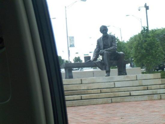 นวร์ก, นิวเจอร์ซีย์: DCP_7722.JPG Lincoln at the Essex County Courthouse