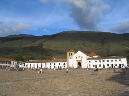 Villa de Leyva, โคลอมเบีย: Hermosa plaza entre las montañas