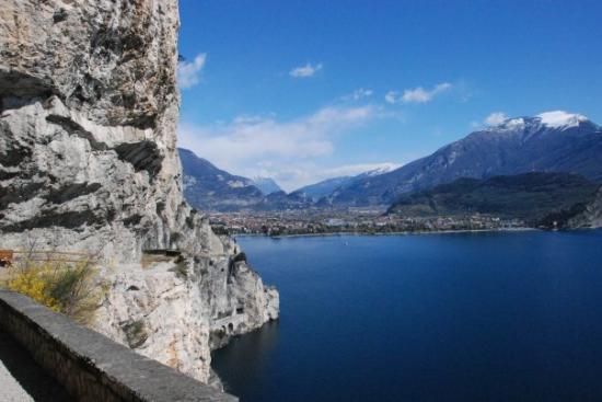 Riva Del Garda, อิตาลี: Riva vista dalla Ponale