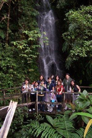Mount Kinabalu: Wow... it is cool behind...