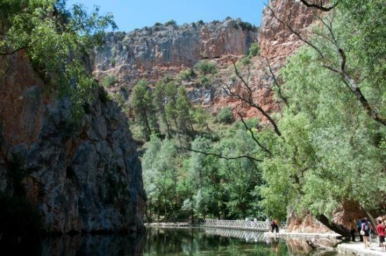 Nuevalos, สเปน: Lago del Espejo