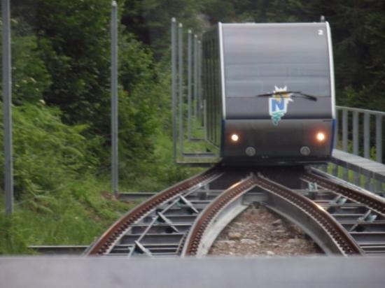 ทัน, สวิตเซอร์แลนด์: In der Standseilbahn Beatenbucht-  Beatenberg
