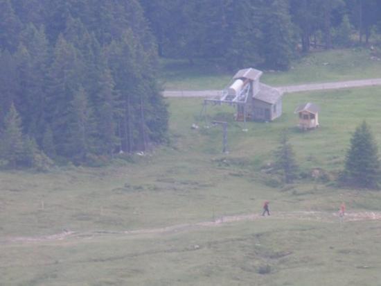 ทัน, สวิตเซอร์แลนด์: Bei der Talfahrt in der 2. Sektion der Gruppenumlaufbahn., Skilift Talstation.