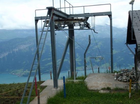 ทัน, สวิตเซอร์แลนด์: Auf dem Niederhorn gibt es ebenfalls einen langen Skilift, der gleichlange ist, wie die Gruppenu