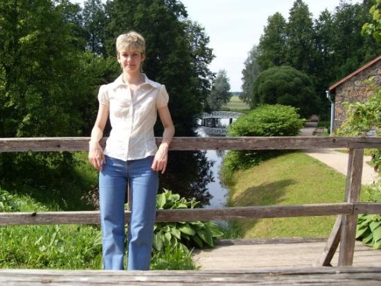 Pskov, รัสเซีย: Me and white bridge in the background
