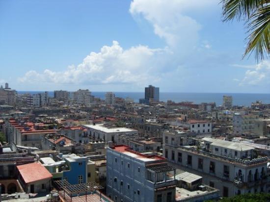 คิวบา: Back in Havana, same hotel, different room.
