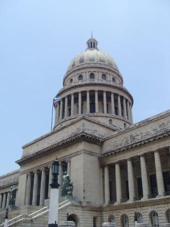 คิวบา: Capitolio Building, modelled on the capital building in Washington
