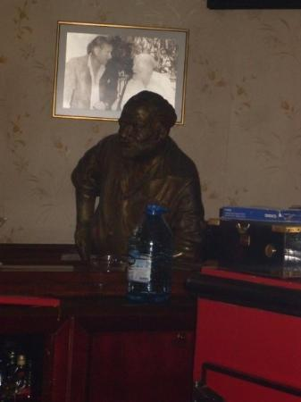 คิวบา: Ernest Hemming, positioned in his favourite Daiquiri bar in Havana