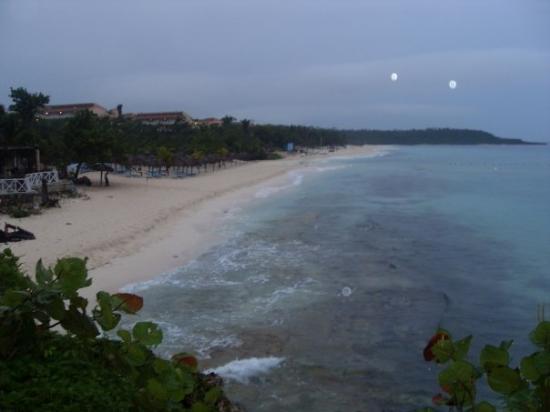 Paradisus Rio de Oro Resort & Spa: The resort beech