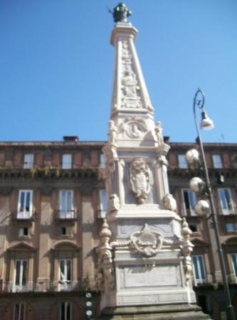 เนเปิลส์, อิตาลี: Napoles, aqui comienza la loca ciudad