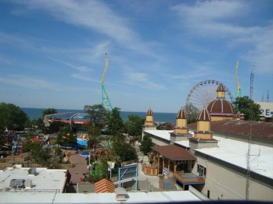 สวนสนุกซีดาร์ พอยท์: the view was pretty though :)  