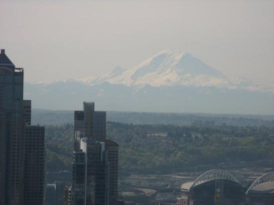 ซีแอตเทิล, วอชิงตัน: Mount Rainier