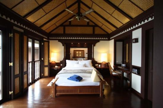 Pangkor Laut Resort: The inside of our (5 star) hut.