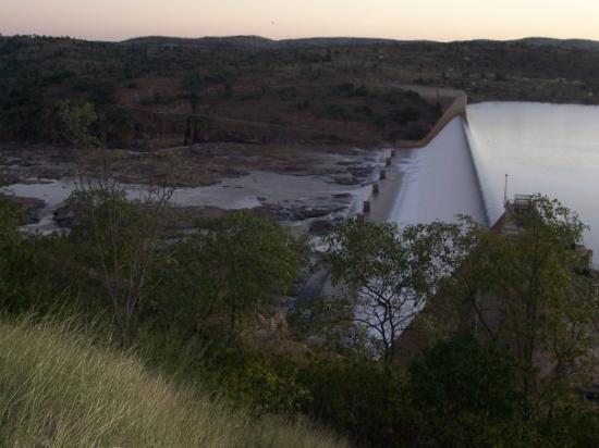 ทาวน์สวิลล์, ออสเตรเลีย: the burdekin dam wall