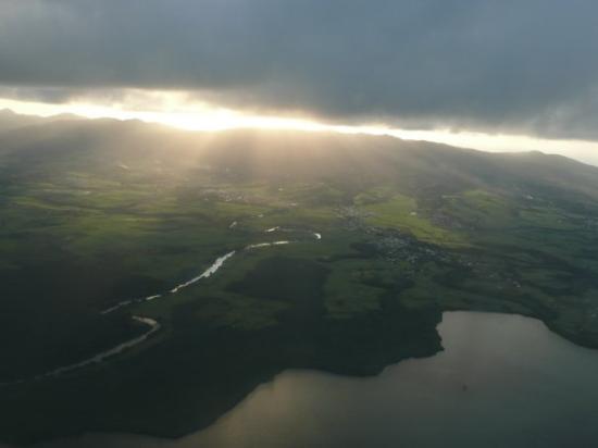 กวาเดอลูป: Arrivée en Guadeloupe, 17h15 heure locale... Des nuages mais vues superbes!