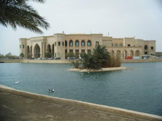 Baghdad, อิรัก: outside the palace around the lake