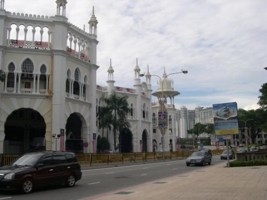 กัวลาลัมเปอร์, มาเลเซีย: The old KL train station.
